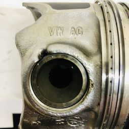 VW 1.6 TDI nr : 04L107065D code : CRK